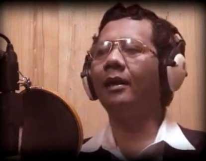 Mahfud MD menyanyi