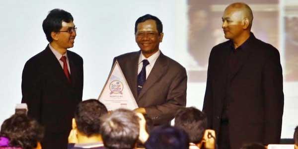 Mahfud MD raih Social Media Award 2013