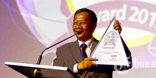 Mahfud MD raih Social Media Award 2013